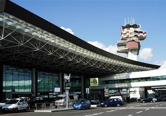 В аэропорту Рима вспыхнул пожар все рейсы отменили В Риме загорелся аэропорт