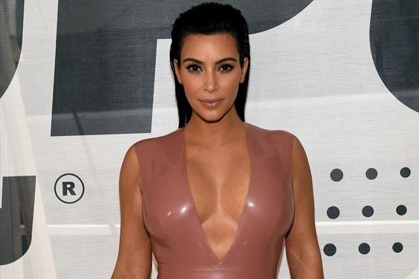Ким Кардашьян похвасталась внезапно выросшим животом Ким Кардашьян