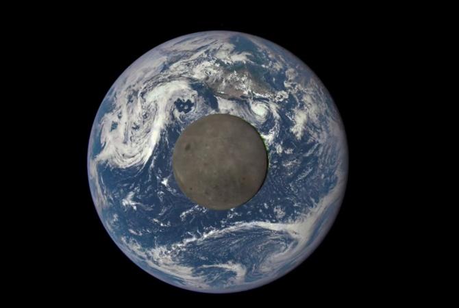 NASA показало редкие снимки обратной стороны Луны