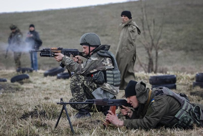 Провокации в зоне АТО под обстрел попали бойцы у Сизого и Марьинки                     Украинских военных нескольк