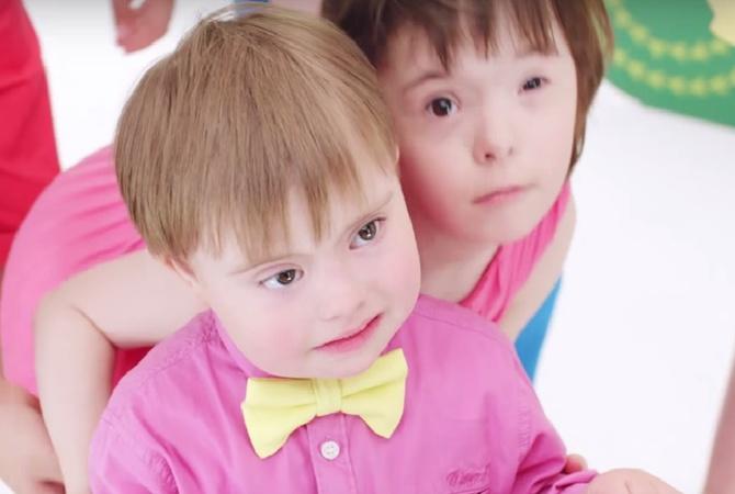Авторы клипа о детях с синдромом Дауна обиделись на Водянову. Ждем скандала на Первом канале