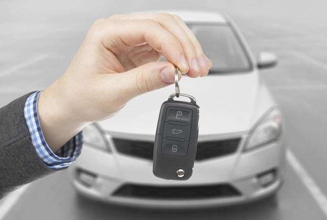 За год продажи машин в Украине