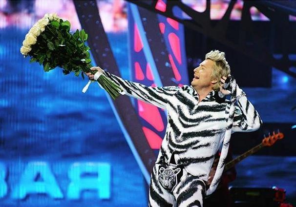 Басков выступил на Новой волне в костюме тигренка