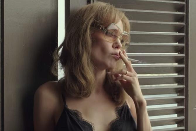 Анджелина Джоли сняла трейлер к своему фильму в стиле'немого кино                     В трейлере к фильму герои не