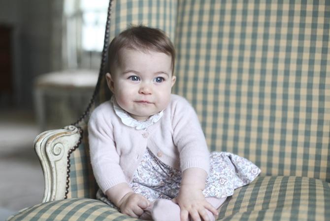 Размещены новые фотографии принцессы Шарлотты, которой исполнилось полгода