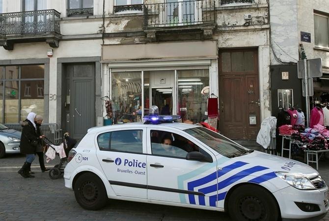 Бельгийские полицейские ивоенные устроили групповую оргию вовремя антитеррористической операции