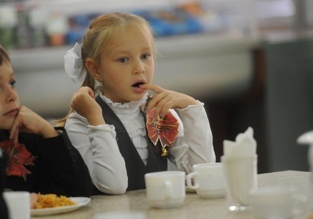 В Киеве школьников младших классов будут кормить бесплатно