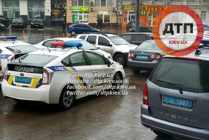 В Киеве полиция после сообщения о рейдерском захвате окружила гостиницу «Лыбидь»