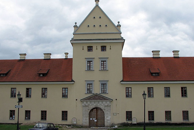 ВоЛьвовской области неизвестные подожгли замок