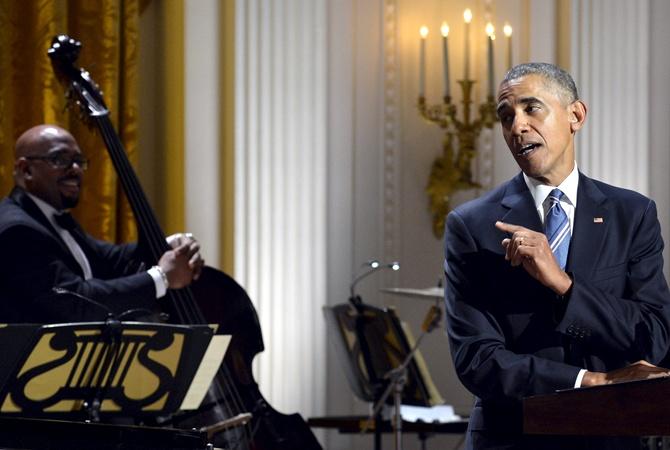 Обама пообещал не петь и не удержался Обама взялся за старое