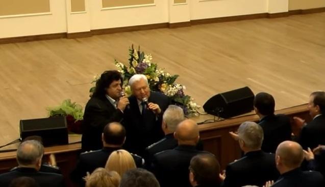 В Сети обсуждают дуэт Иво Бобула и Виктора Пшонки   Иво Бобул исполнил песню с Пшонкиным'Товарищ