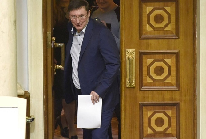 Луценко надолжности генерального прокурора хочет находиться не неменее 1,5 лет