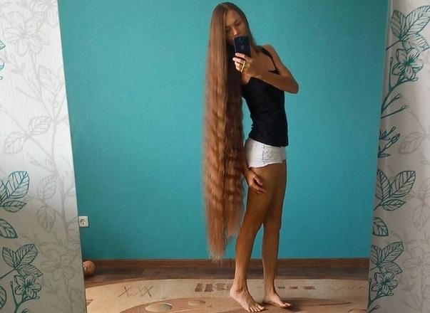 Британские таблоиды удивились россиянке не подстригавшей волосы 13 лет Девушка хочет отра