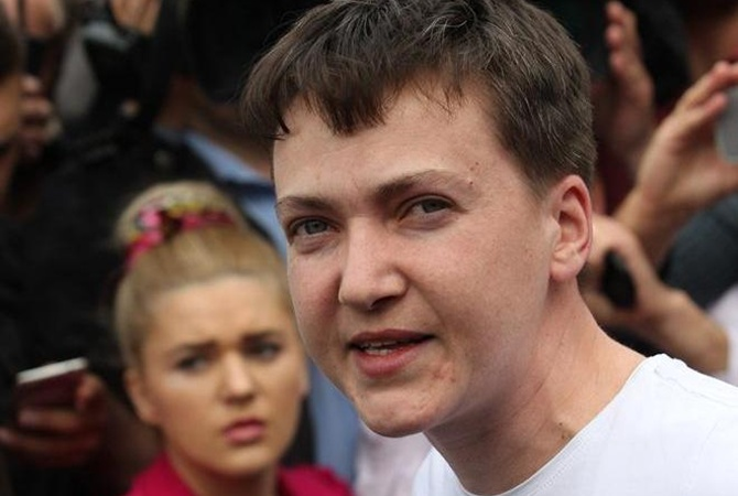 Порошенко поздравил Савченко свозвращением на Украинское государство