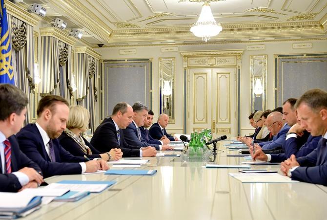 Порошенко предложил нардепам принять законодательный проект осудоустройстве истатусе судей