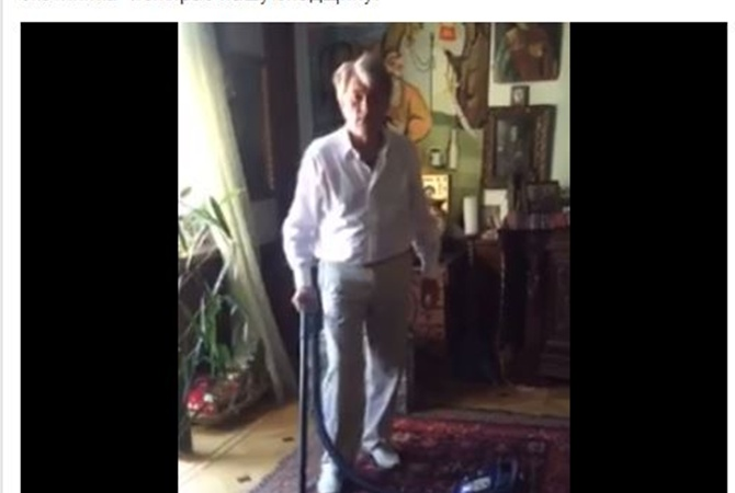 Ющенко спылесосом принялся спасать антикварные ковры отмоли