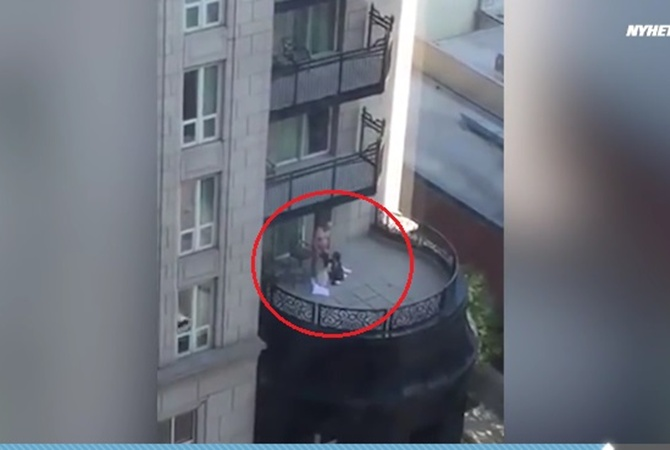 ebutsya-na-balkone