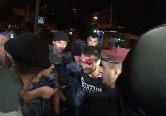 Милиция разогнала демонстрантов уздания полка ППС вЕреване