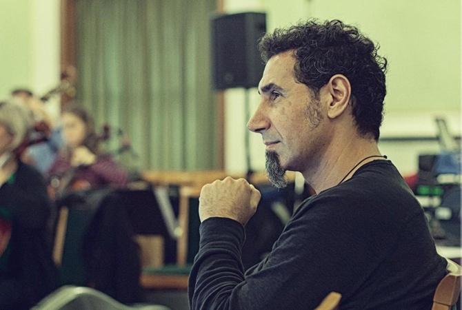 Солист System of a Down призвал остановить кровопролитие в Ереване Серж Танкян