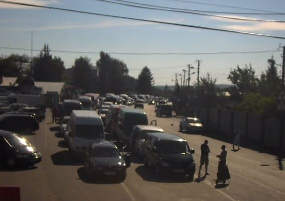Очередь из неменее 800 авто собралась награнице Украины иПольши