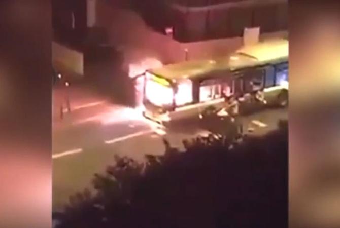 Встолице франции исламисты сожгли автобус