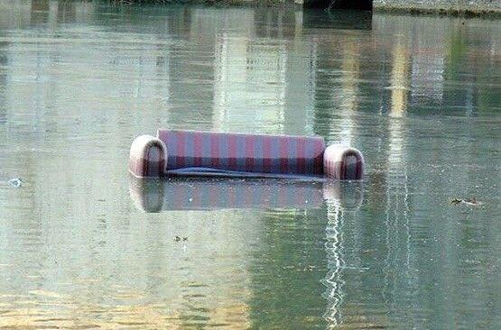 Байдарочник наОлимпиаде вРио столкнулся сзатопленным диваном— Подарок диванных болельщиков