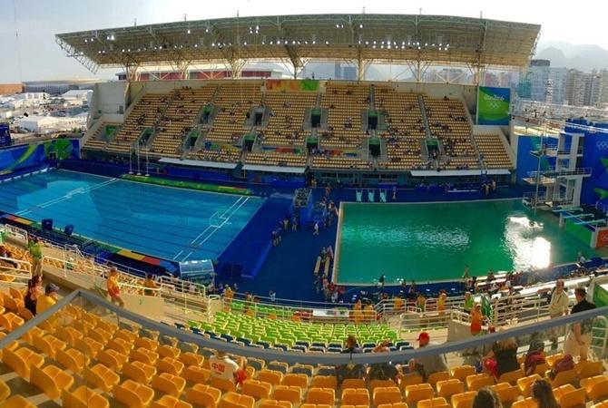 ВОлимпийском бассейне вода стала зеленой прямо впроцессе состязаний