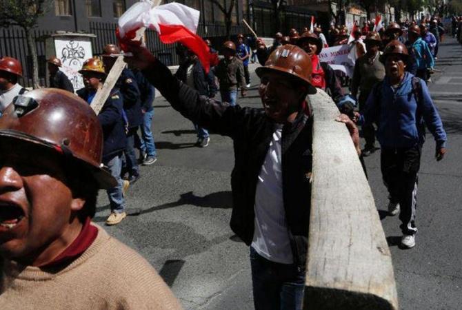ВБоливии при столкновениях сшахтерами пострадали около 40 полицейских
