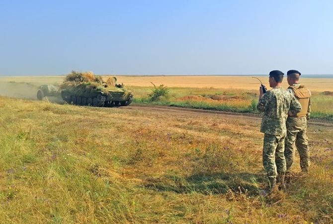 Наюге Украины проходят учения морской пехоты ибереговой артиллерии