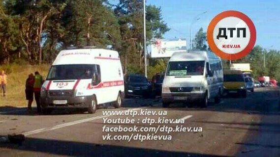 Вмасштабное ДТП вКиеве попали 5 авто. Появились фото