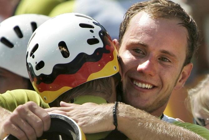 Наставник сборной Германии продолжает сражаться засвою жизнь