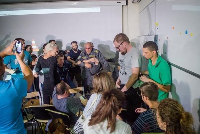Устроивший драку налекции Павленского блогер объявлен врозыск