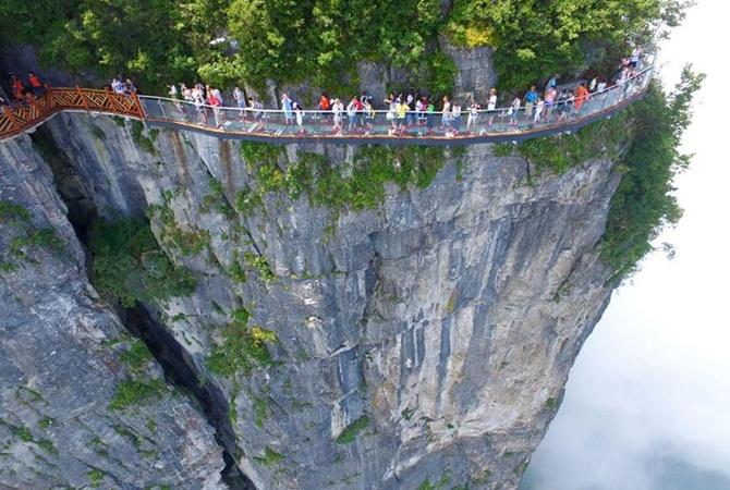 Самый длинный вмире стеклянный мост откроют для гостей 20августа