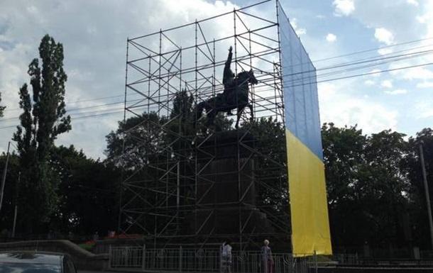 Украинские националисты отказались сносить монумент Щорсу вКиеве