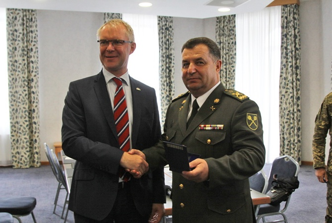 Украина иЭстония планируют общие военные учения в2017