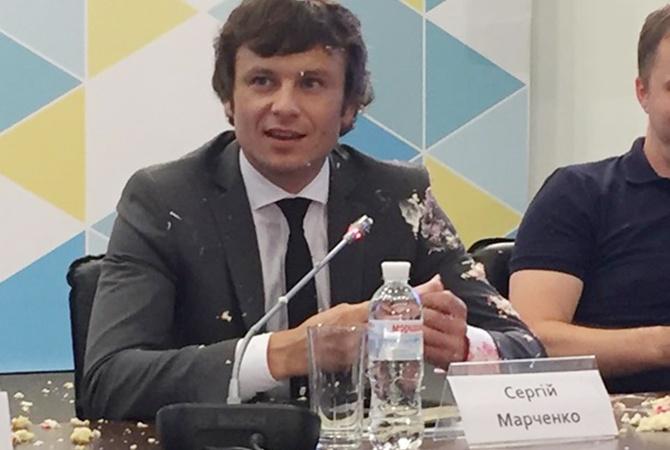 Взамглавы министра финансов Марченко бросили торт