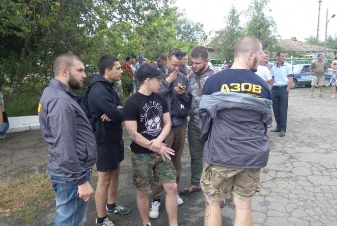 Лощиновку, где ром убил девочку, берут под контроль активисты  Азова