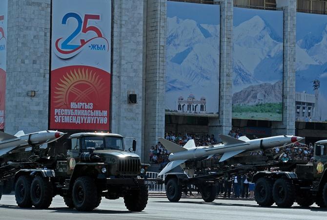 Президент Киргизии обвинил бывших соратников вклевете