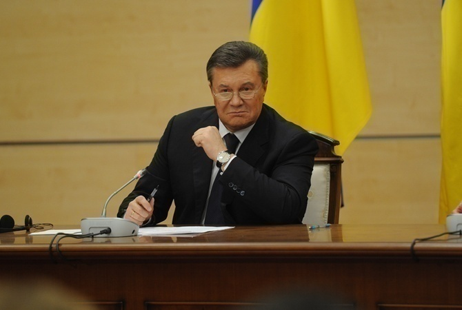 Луценко: Дело огосизмене Януковича направят всуд доконца года