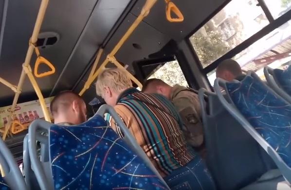 ВДонецке изтроллейбуса высадили вооруженных автоматами безбилетников