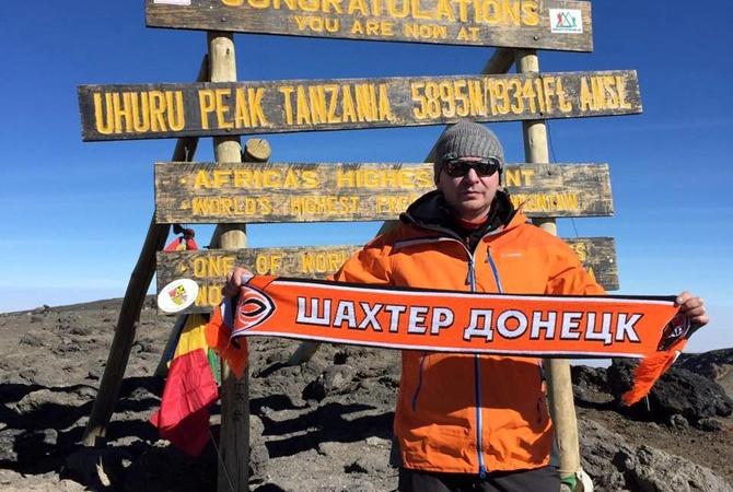 Флаг «Шахтера» установили нагоре Килиманджаро