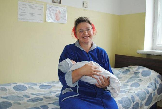 43-летняя жительница Житомирщины родила 16-го ребенка