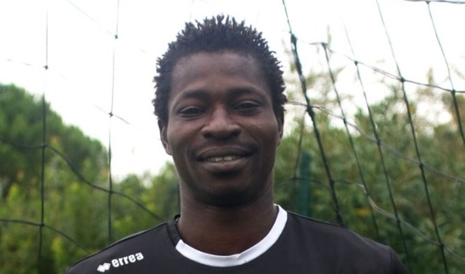 Экс-игрок сборной Буркина-Фасо скончался впроцессе матча