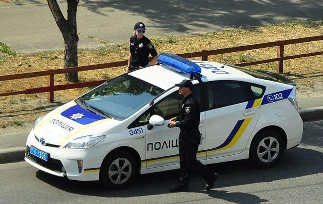 ВКиеве мужчина вызвал полицию исломал патрульному руку