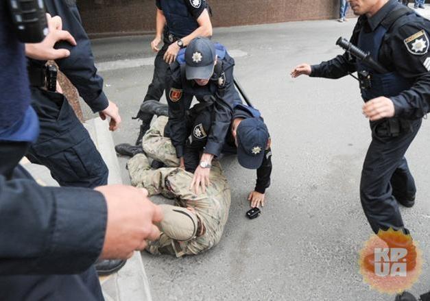 Милиция повторно задержала активистов «Правого сектора» уодесского консульстваРФ