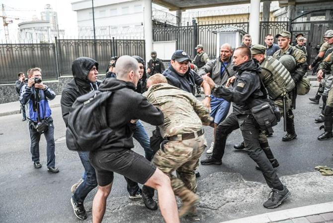 Обстановка уздания посольства Российской Федерации вКиеве тихая