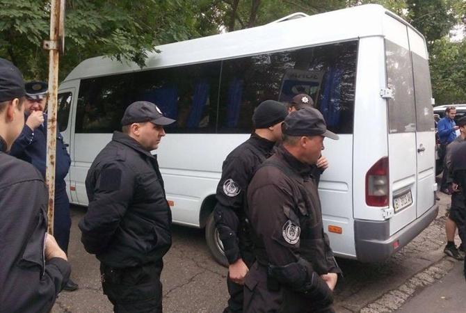 Вцентре Одессы военные перекрыли дорогу