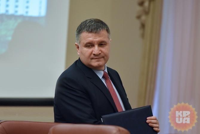 Аваков принял решение протащить вРаде закон, что полицейский всегда прав