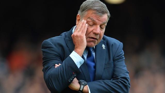 Тренера сборной Британии пофутболу уволят из-за коррупционного скандала