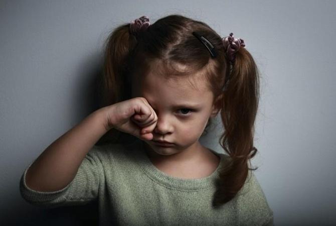 ВКиеве 2-х сестричек-дошкольниц родители заперли вквартире надва дня